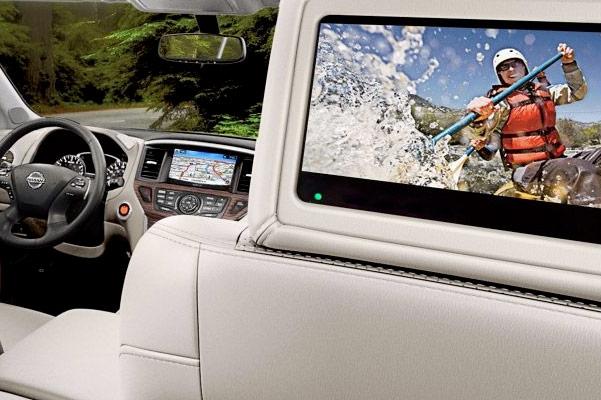 2018 Nissan Pathfinder Technology & Entertainment Perks